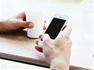 你会翻看对方的手机吗?